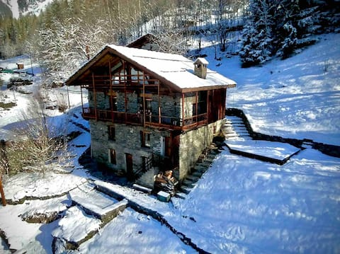 Chalet with a view of the Vanoise massif mountain