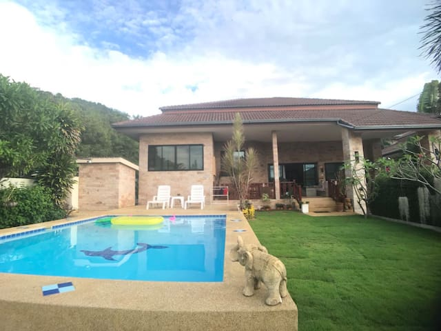 Lovely Private Pool Villa with Garden near center