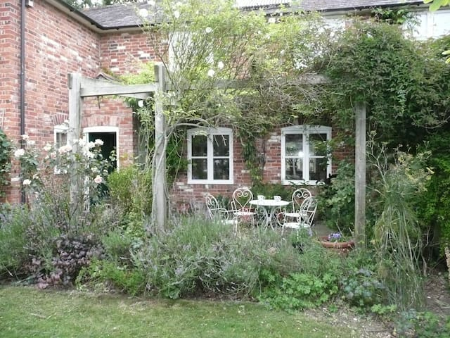 1 barn  cottage near salisbury - Dinton
