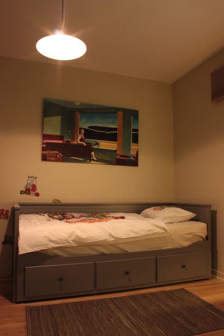 Hopper is watching you