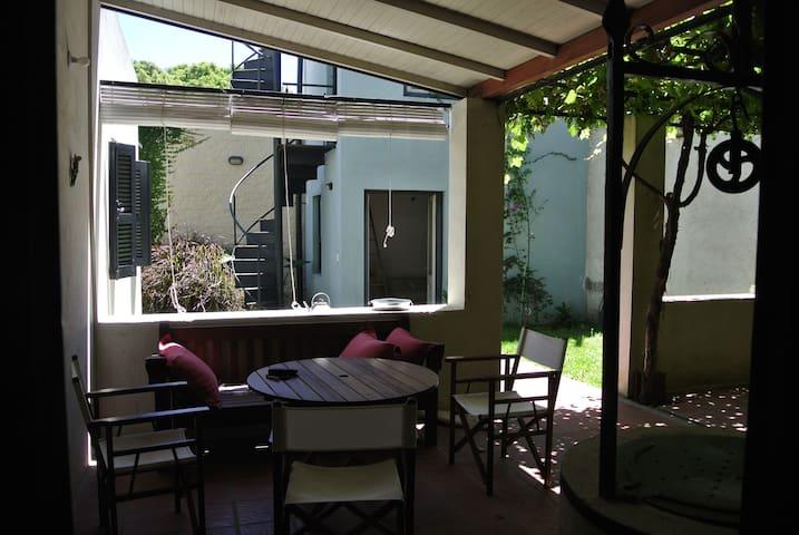 Casa reciclada en Barrio Histórico - Colonia Del Sacramento - Ház
