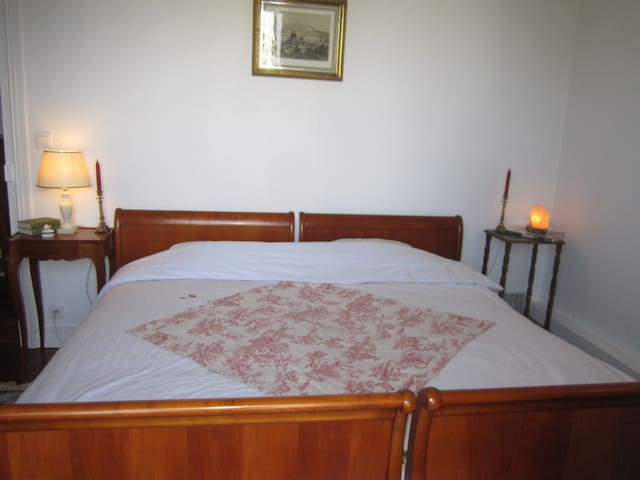 Beautiful quiet bedroom near Paris - La Garenne Colombes