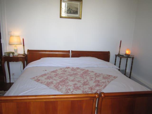 Beautiful quiet bedroom near Paris - La Garenne Colombes - 公寓