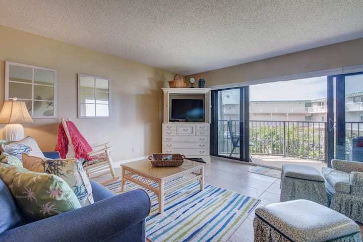 Oceanfront condo w/ balcony, shared pool, and private beach access