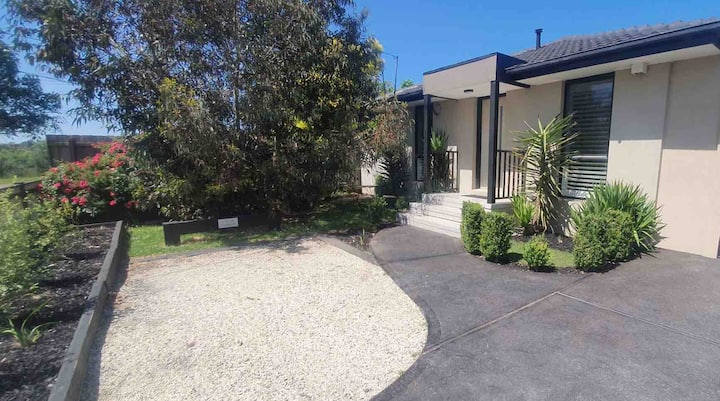 Two bedroom unit in a quiet area near Dandenongs