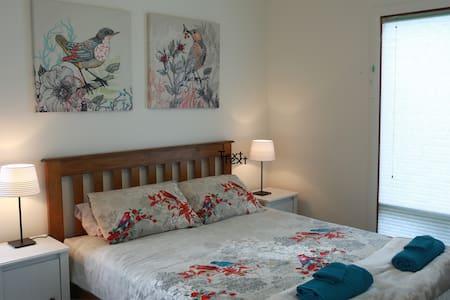 THE BIRD'S NEST - Aldinga. Modern Eco Comfort - House