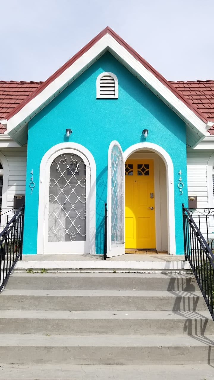 The Yellow Door in Gentilly Terrace