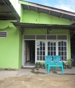 Padang Homestay 3 - Nanggalo - Hus