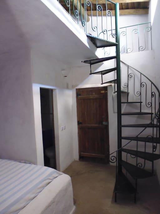 STUDIO - Spiral staircase to mezzanine