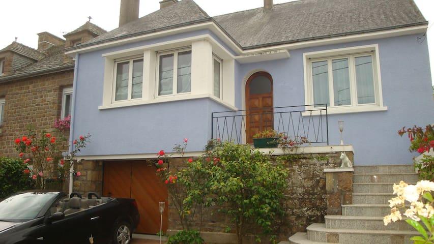 NORMANDIE - Saint-Pierre-Église - Hus
