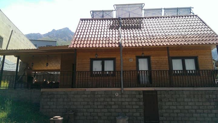 Уютный домик в сердце Чимбулака!