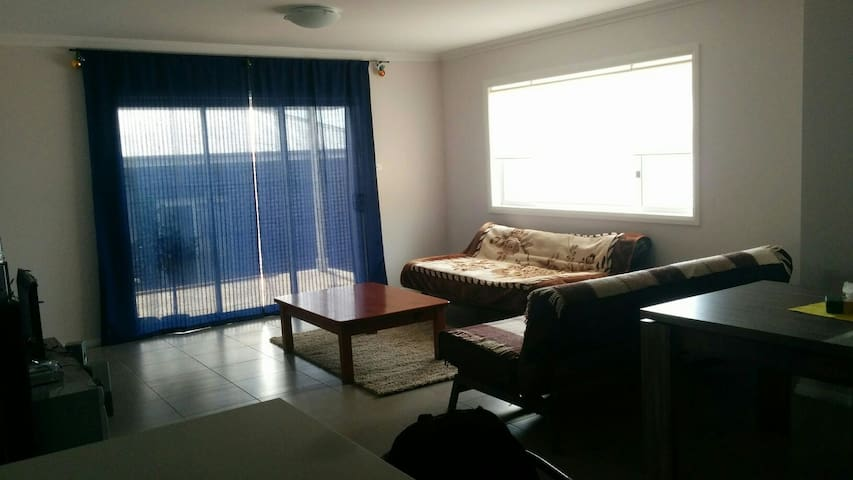 Private modern doubleroom in new nice house Sydney - Campbelltown - Дом