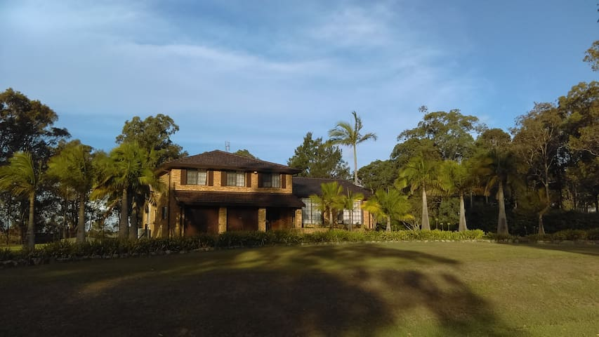 Large house on tranquil acre in town - Chisholm - บ้าน