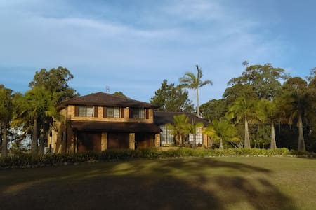 Large house on tranquil acre in town - Chisholm - House