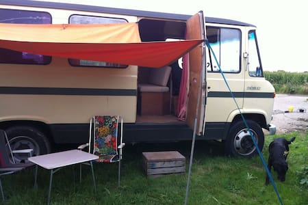 Seventies camper in the Betuwe - Camper