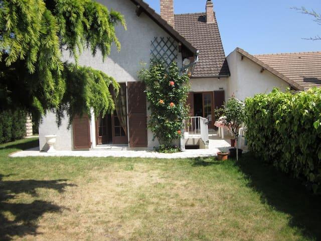 grande maison  calme proche paris - Argenteuil - House