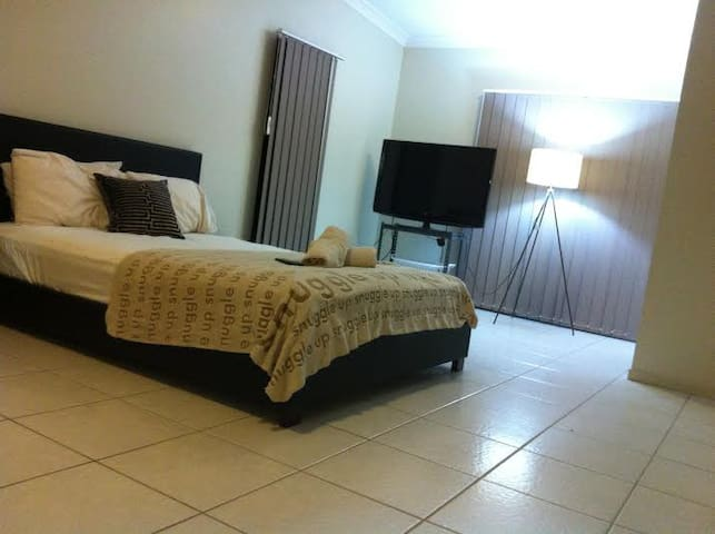 Large room CLIFTON BEACH CAIRNS - Clifton Beach