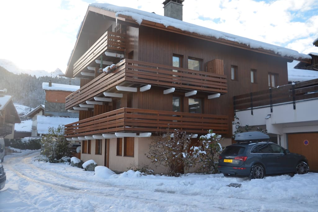 Meribel les allues 2 bed apartment with garage for Garage les deux alpes