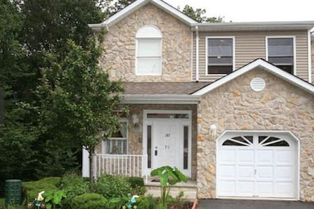 1 Bedroom Beautiful Morris County - Townhouse