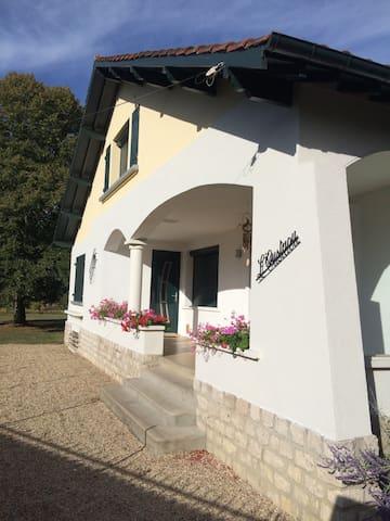 Maison basque proche fontainebleau - Bois-le-Roi - House