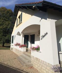Maison basque proche fontainebleau - Bois-le-Roi