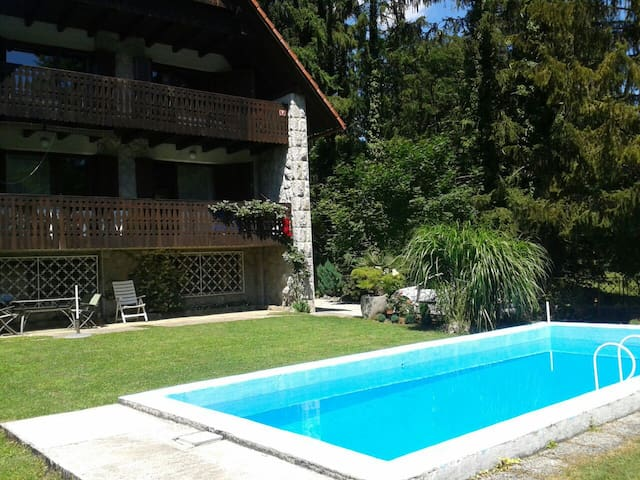 Villa Krka with pool - riverside - Krka - Hus