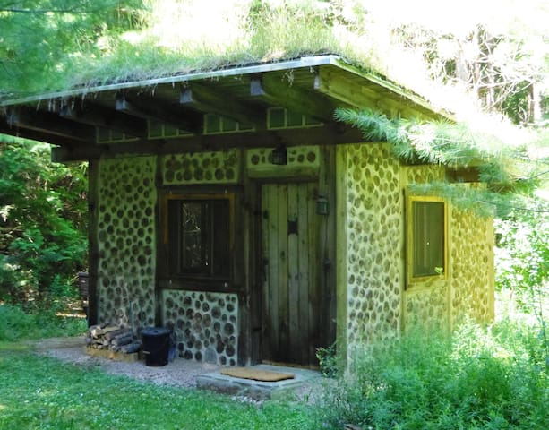 Cordwood Cabin on 50 acre Off-Grid Retreat - Chatsworth - Pondok