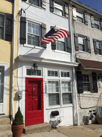 Charming Row Home for Papal Visit