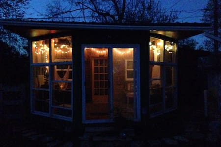 Tiny house with loft bed & Sauna! - Lexington - Kulübe
