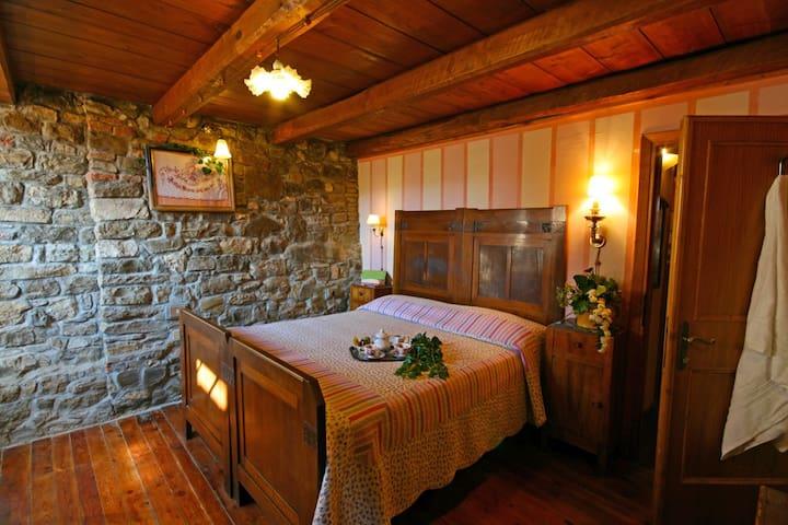Apt. BRUNELLESCHI: Bedroom n. 2: 1 double bed + 2 single beds in the mezzanine