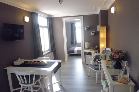 Guest room near station & airport! - Ambéres - Bed & Breakfast