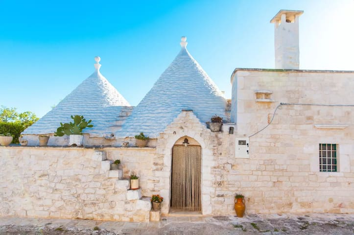 Trullo Pagliafino in the magical Itria Valley