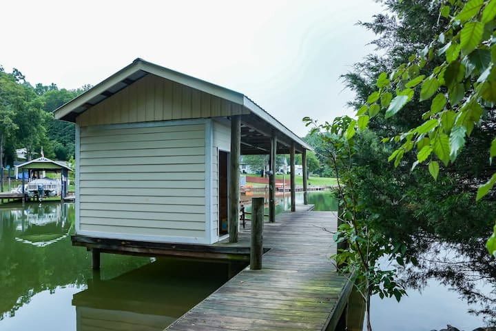 Pet Friendly Private Lake Retreat With Dock!