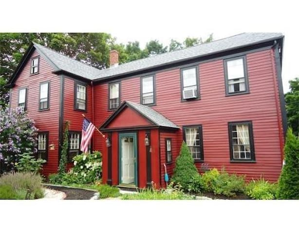 Beautiful Antique Home - Newburyport