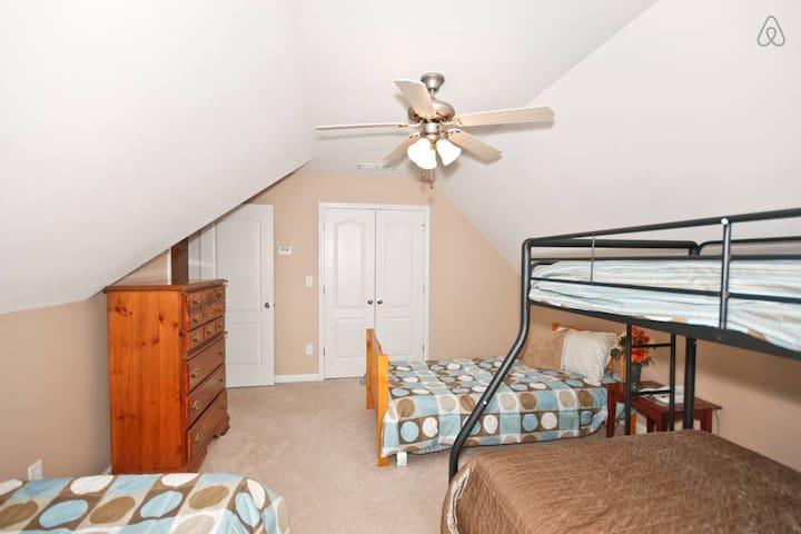 Beautiful 6BR/3.5BA Home Sleeps 20 - Conyers - Casa