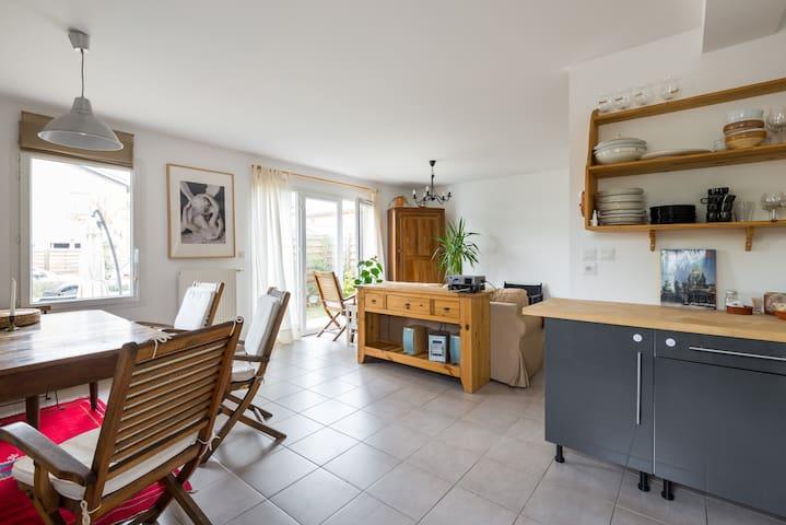 Petite maison récente près de Lyon - Saint-Genis-Laval - Dom