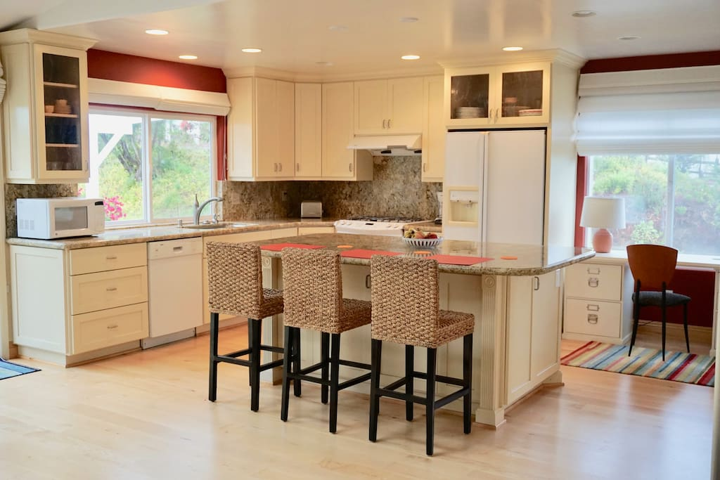 Fully Equipped Kitchen with an Island