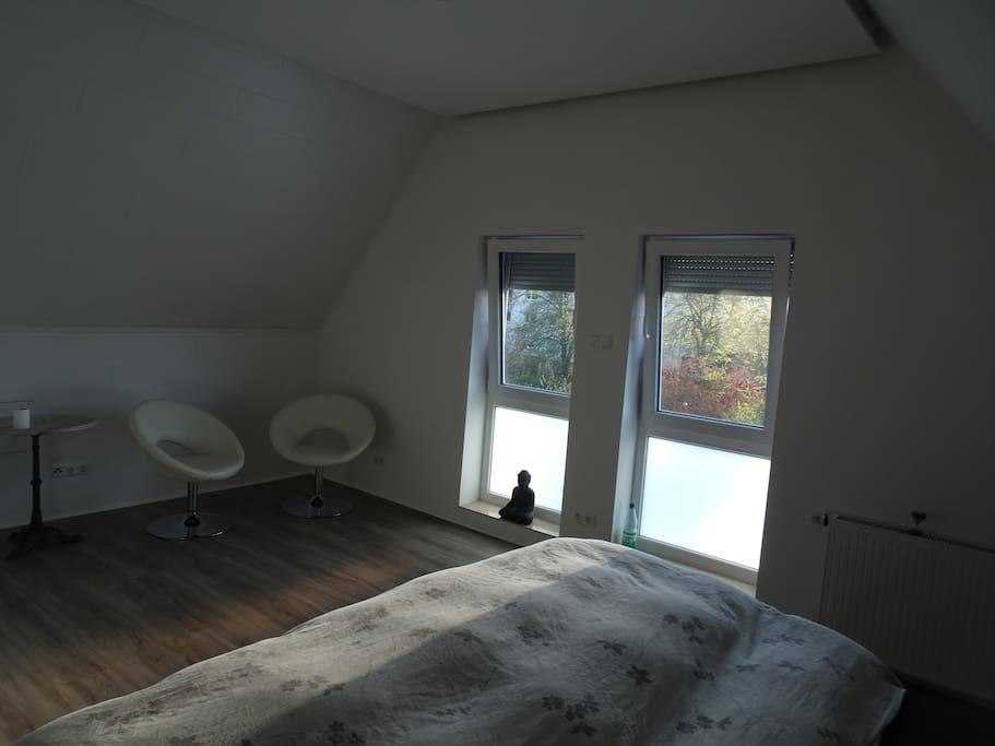 museen nahes dachzimmer mit kleinen bad appartamenti in. Black Bedroom Furniture Sets. Home Design Ideas