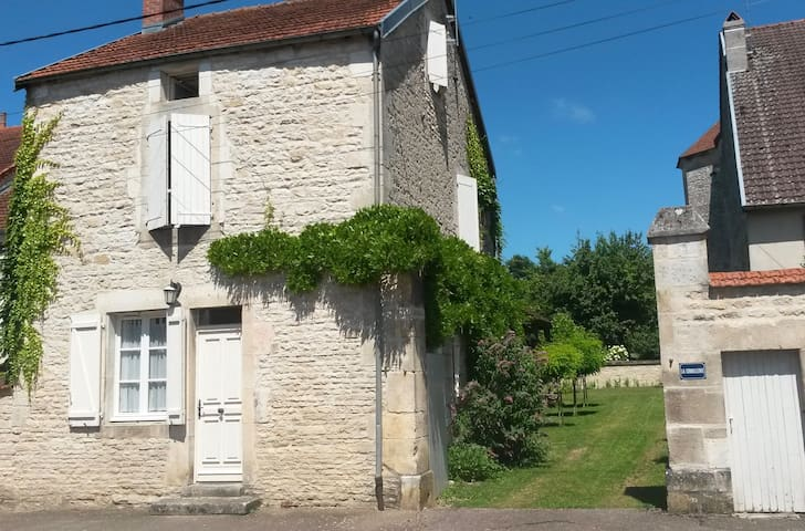 Cottage for 4 in rural France - Aubepierre-sur-Aube - Casa