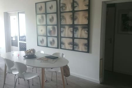 Large private room in nearby center