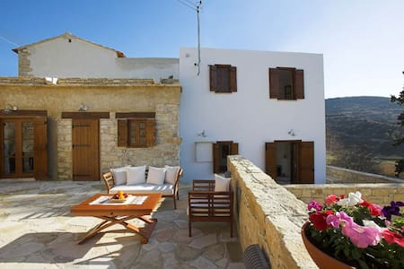 Anerada sunny stone-built cottage - Apsiou - House