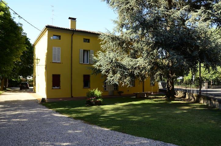 Appartamento Indipendente in Villa - Bondeno - Apartemen