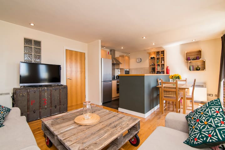 Cosy apartment in Hulme w/ parking - Manchester - Apartament