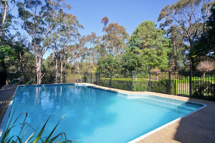 Poolside self contained apartment - Sydney