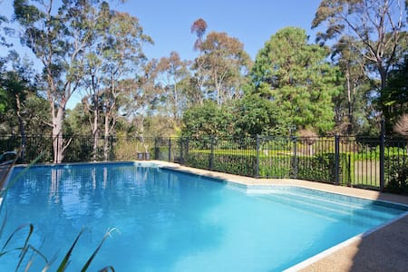 Poolside self contained apartment - Sidney - Casa