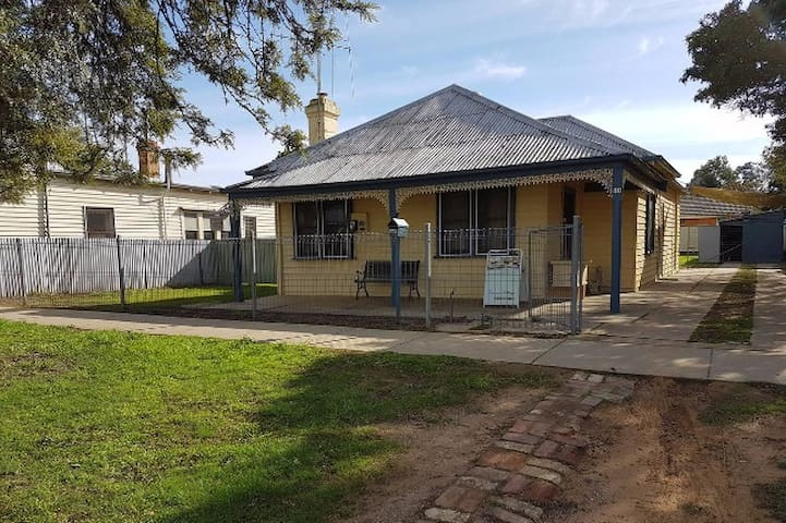Echuca Holiday Houses - Temoca Cottage - Echuca - House