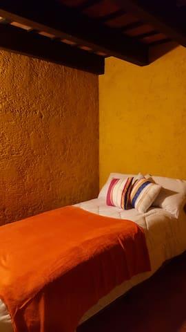 Small private room at Santa Ana, Antigua Guatemala - Santa Ana - Lejlighed
