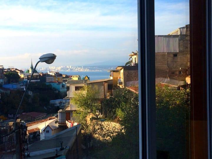 Hermoso Loft vista a la bahía y al Cerro Alegre