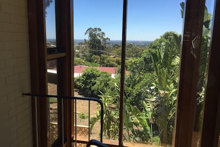 Peaceful self contained apartment with views. - Panorama - Serviced flat