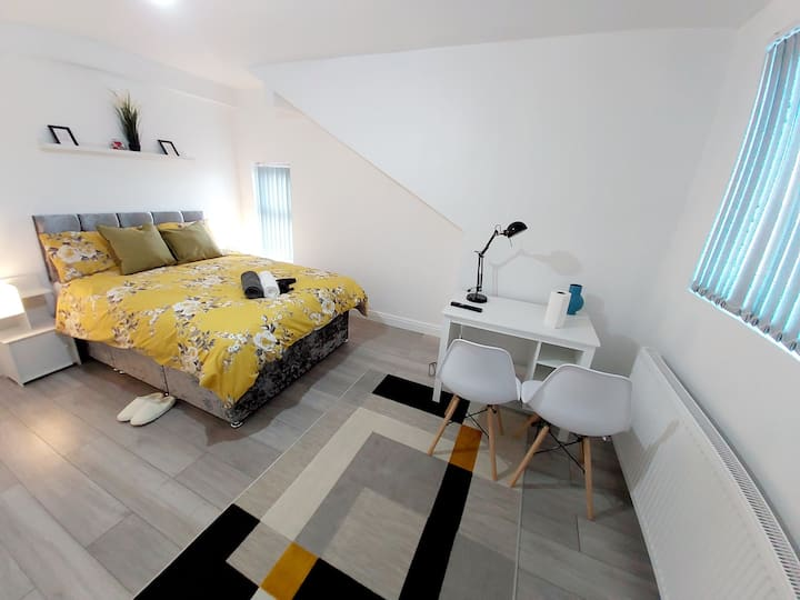 Art-Deco Double Bed ★ En-Suite ★ Netflix ★ parking